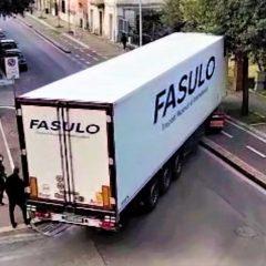 Terni, Brenta-Lungonera: altro camion 'incastrato'
