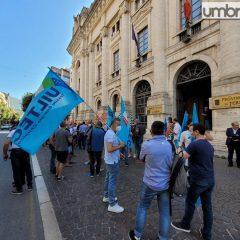Gas, luce, acqua e rifiuti: sciopero e sit-in. «A rischio la qualità dei servizi»
