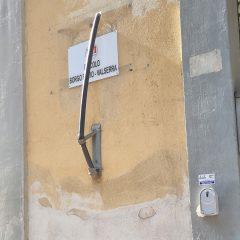 Circolo borgo Bovio-Valserra: bandiera strappata. Moriconi: «Gesto inqualificabile»
