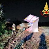 Perugia, camion vola giù dalla E45: autista salvo per miracolo