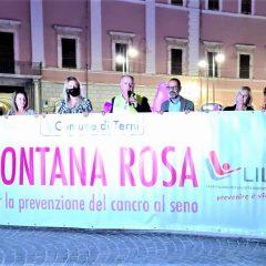 Terni, prevenzione del cancro al seno: la fontana si colora di rosa