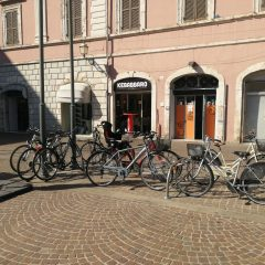 Terni, rastrelliere bici «Non sono sufficienti, installarne altre»