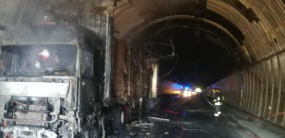 Camion a fuoco, la galleria Volumnia resterà chiusa per qualche giorno